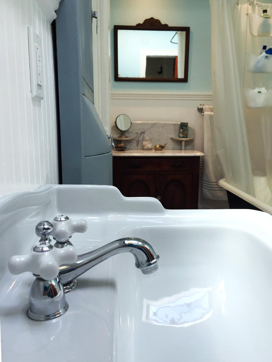 Brand Old Bathroom - Nose to the Brownstone